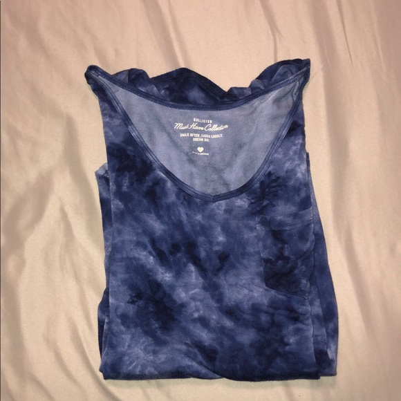 Hollister Tops - 🛍2/$15🛍 Hollister Must Have Collection
